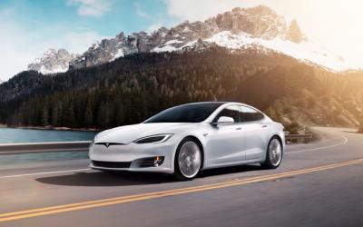 Vinn en Tesla-superbil verdt over € 100,000